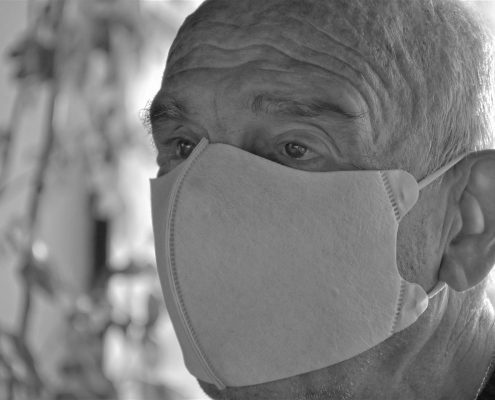 Senior w masce